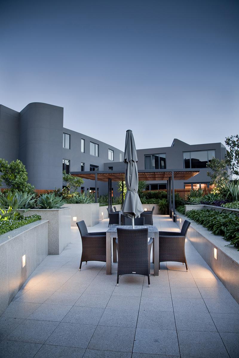 COSMO_courtyard_table_A4