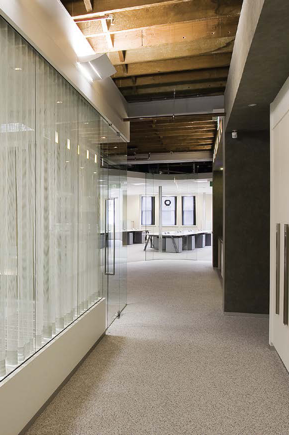 Macquarie-Bank-4_800x1200
